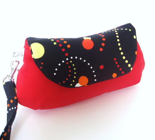 CLUTCH WRISTLET - Dots on Red and Black