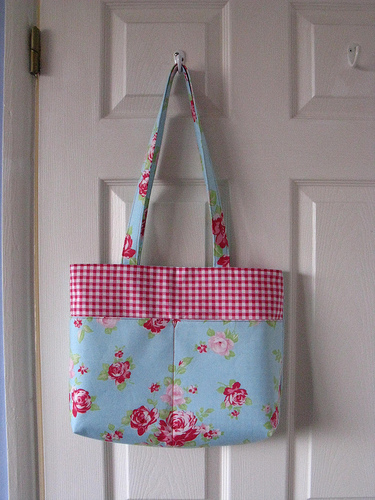 Shoulder bag - roses and gingham