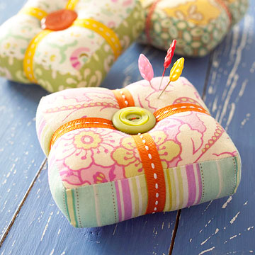 Square pincushion tutorial by Heather Bailey